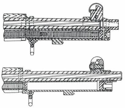 U góry karabin M1 wyposażony w układ gazowy z odprowadzaniem gazów prochowych z wylotu lufy (Gas Trap), na dole karabin M1 wyposażony w układ gazowy z odprowadzaniem gazów prochowych przez boczny otwór w lufie (Gas Port)