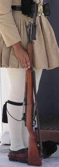 Grecki żołnierz pełniący wartę honorową z karabinem M1 wyposażonym w bagnet M5. Za zdjęcie dziękuję Maźkowi z forum Strzelecka.net