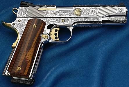 M1911 wykonany w firmie Smith and Wesson. Cena tego pistoletu to 10.000 dolarów
