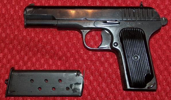 Wyprodukowany w Polsce pistolet TT z okładkami stosowanymi po 1950r. Zdjęcie pochodzi ze strony kurkowego bractwa strzeleckiego w Swarzedzu