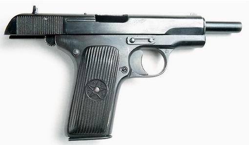 Pistolet TT z zamkiem w tylnym położeniu